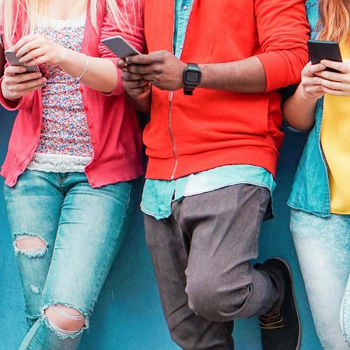 a34399a4c3806a Adolescenti iperconnessi, 7 campanelli allarme di internet-dipendenza